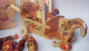 А.Пикуш. Деревянные игрушки. 1985 г. Петриковская роспись.