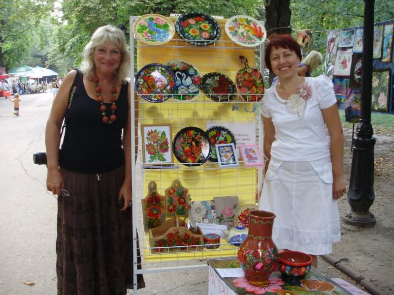 """Директор школы """"Шёлковый путь"""" Мария Кольская (слева) и преподаватель Светлана Кошель."""
