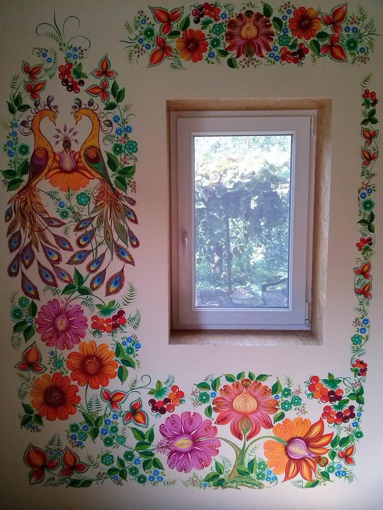 Петриковская роспись на стенах дома