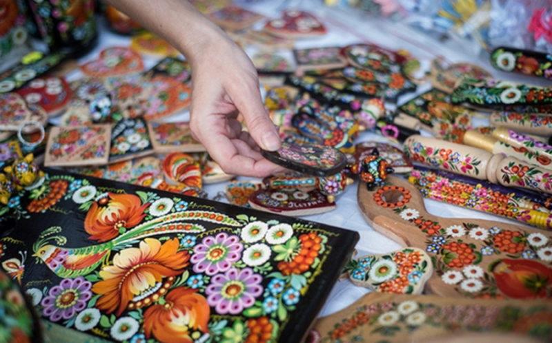 Сувениры в мастерских. Поездка в Петриковку.